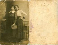 [Portret dwóch kobiet]