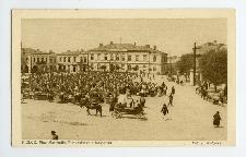 Kielce. Plac Marszałka Piłsudskiego i Magistrat.