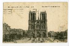 Paris. Notre-Dame et le Parvis.